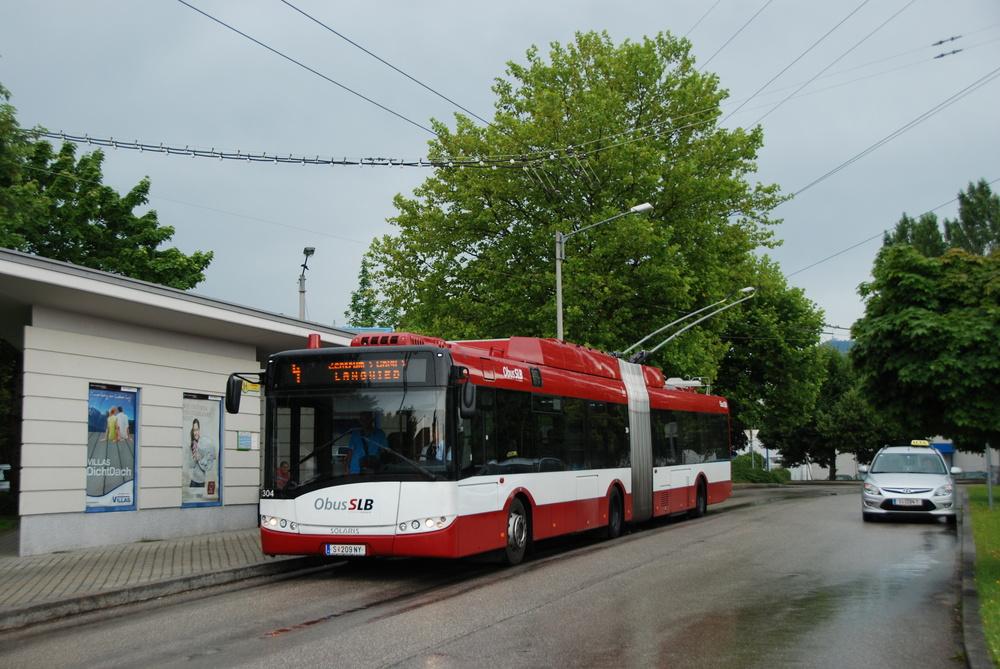Mekkou trolejbusů v západní Evropě je rakouský Salzburg. Také zde by se měly parciální trolejbusy v nejbližší době objevit. Postup Salzburgu při obnově vozového parku a výstavbě trolejbusových tratí je nejen pro německá města inspirativní. (foto: Libor Hinčica)