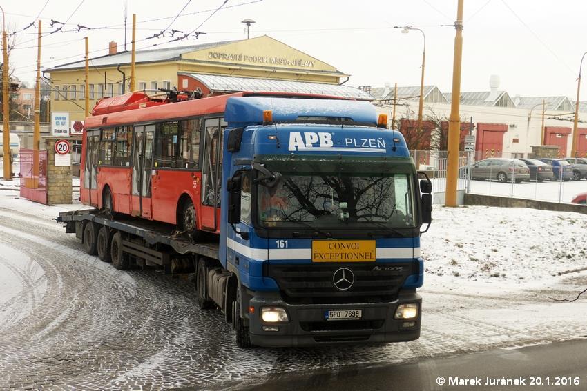 Jako poslední opustil Jihlavu vůz ev. č. 55, který byl v Brně složen ráno dne 21. 1. 2016. (foto: Marek Juránek)