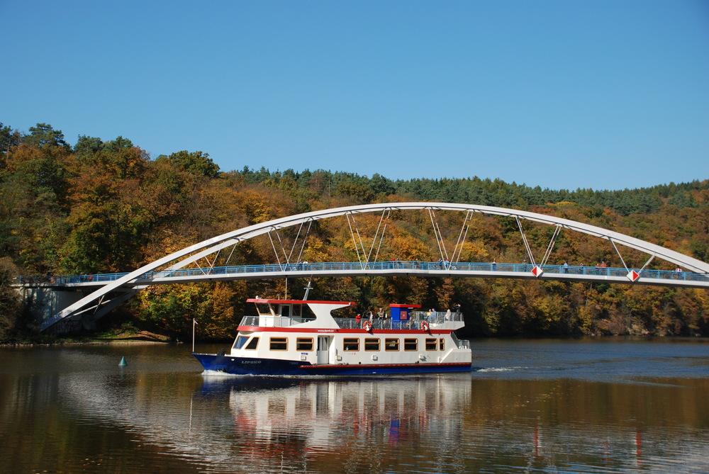 Vozový park lodní dopravy dnes tvoří 5 unifikovaných lodí. Šestá loď - Brno - je historická. (foto: Libor Hinčica)