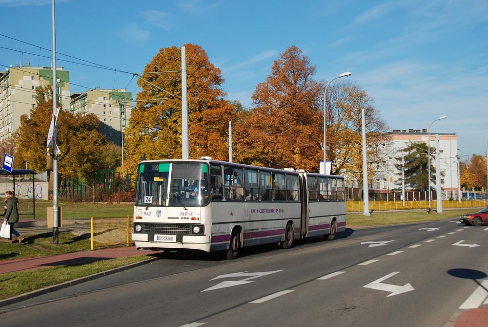 Ikarusům 280 ve městě odzvonilo. Zde je jeden z autobusů zachycen dne 28. 10. 2015. (foto: Libor Hinčica)