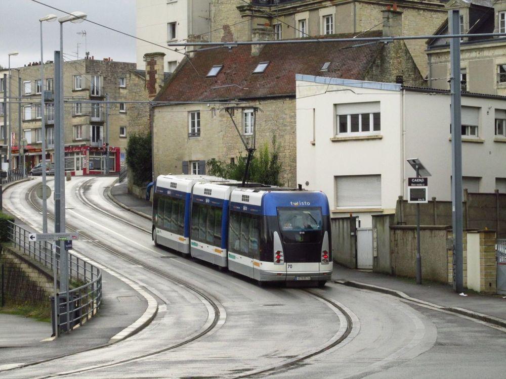Doposud nebylo zcela zřejmé, zda lze systém v Caen označovat za opravdovou tramvaj. Od roku 2019 již pochyby nebudou. Problémový systém od Bombardieru nahradí klasická tramvaj. (foto: Ing. Filip Jiřík)