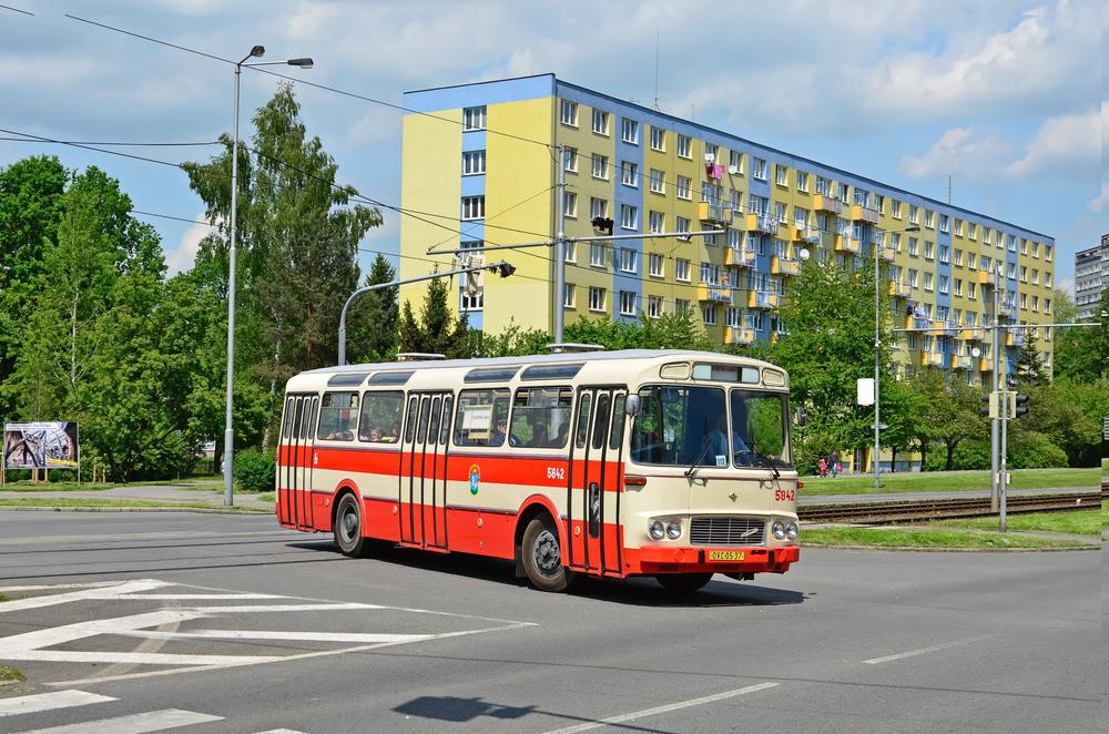 Klasické provedení autobusu ŠM 11. Na snímku historický vůz ostravského DP. (foto: Miroslav Halász)
