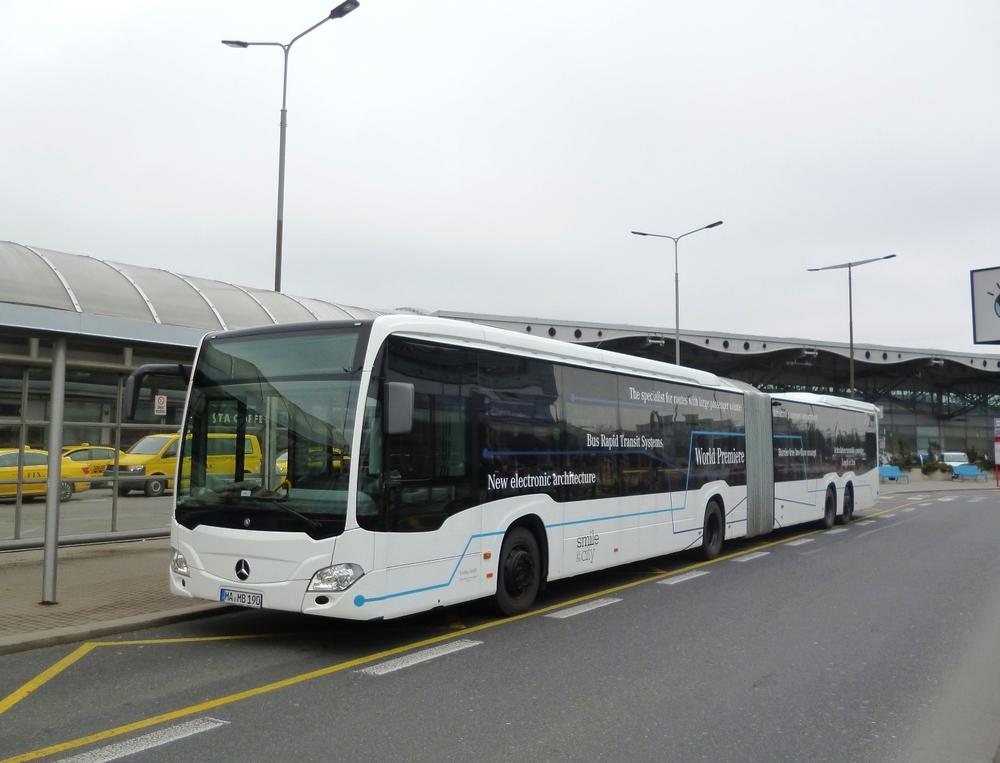 CapaCity L na první zkušební jízdě na pražské Letiště Václava Havla dne 7. 2. 2016. (foto: EvoBus Česká republika)