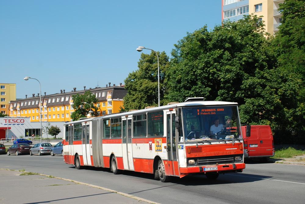 Kloubové autobusy jsou na linkách MHD v Přerově již minulostí. Na snímku ja zachycen vůz B 741 dopravce SAD Trnava v roce 2010. (foto: Libor Hinčica)