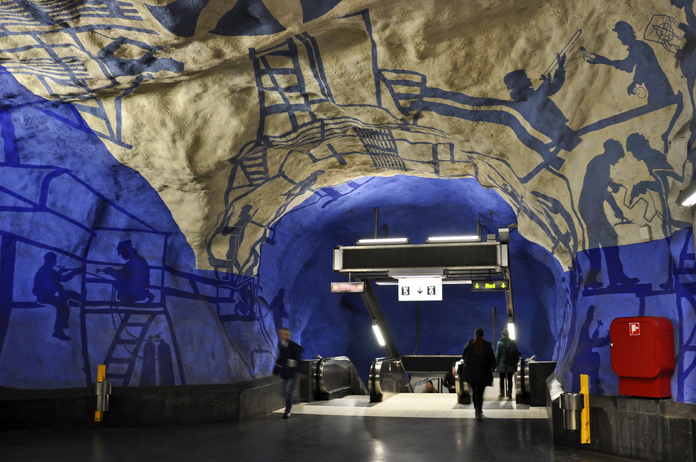 Dělníci na zdech stanice T-Centralen. (foto: Petr Malinovský)