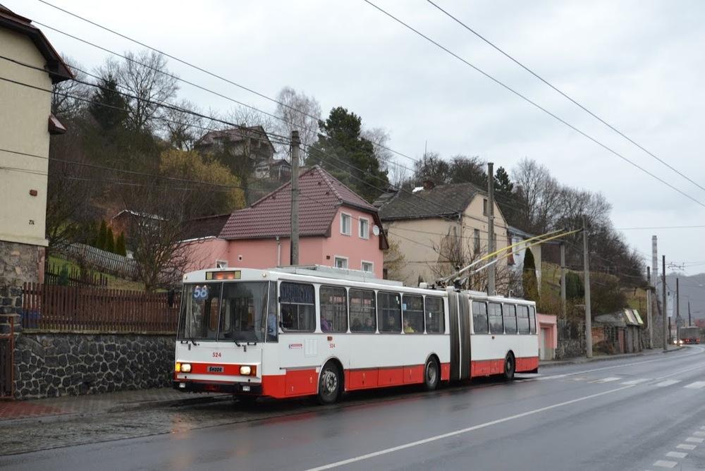 Poslední trolejbus Škoda 15 Tr02/6 ev. č. 524 měl poněkud atypický lak. Na snímku je zachycen poslední den provozu - 9. 2. 2016. (foto: Martin Čepický)