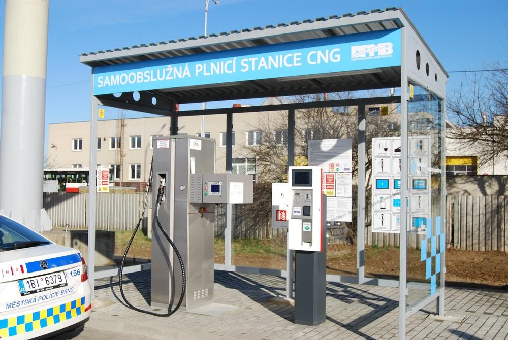 Plnicí stanice na CNG slouží pro potřeby externích zákazníků, nikoli pro autobusy DPMB. (foto: DPMB)