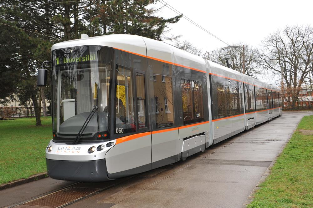 Tramvaj Cityrunner od Bombardieru sloužící v rakouském Linci. (foto: Linz AG)
