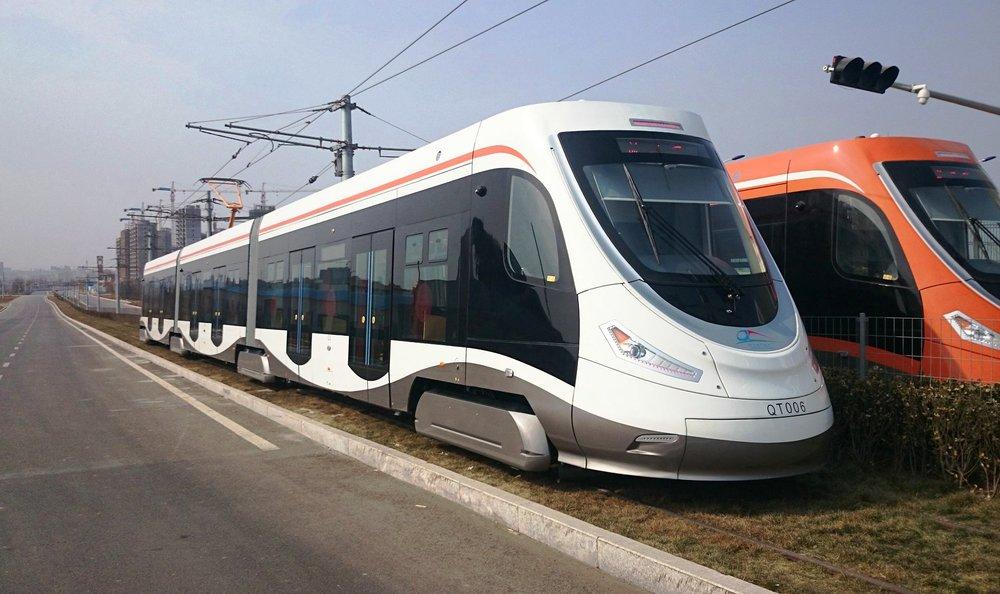 Tramvaj má vzhled připomínající spíše rychlovlak. Koncepci 15 T však v sobě nezapře. (zdroj: Wikipedia)