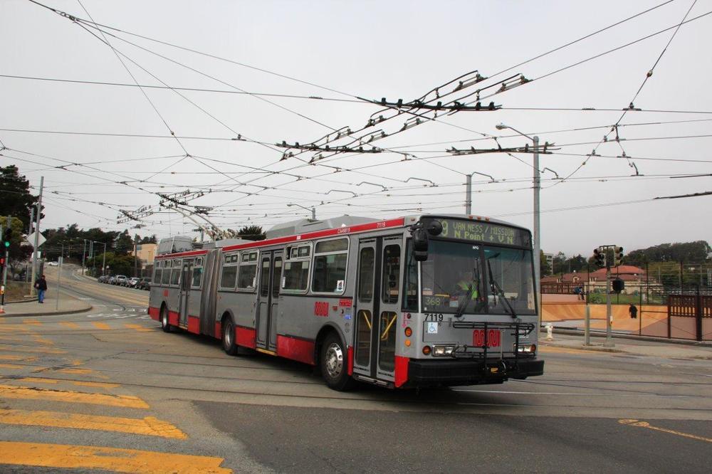 Trolejbus 15 TrSF na fotografii z roku 2012 v ulicích San Franciska. (foto: Mattis Schindler)