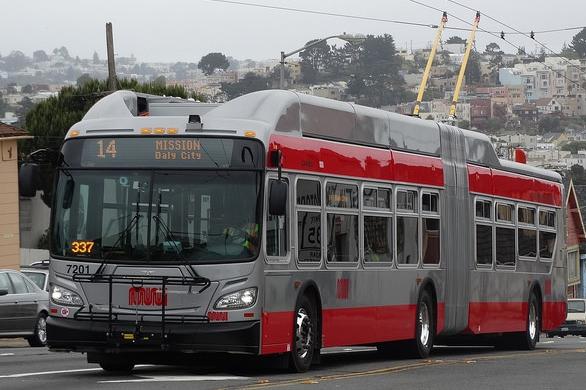 Nový trolejbus XT60 s výzbrojí Vossloh Kiepe od výrobce New Flyer. (zdroj: Wikipedia.org)