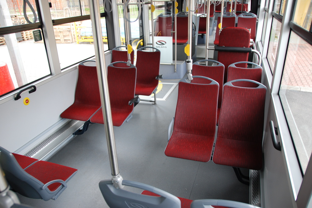 Bezbariérově přístupná sedadla v interiéru. (foto: Libor Hinčica)