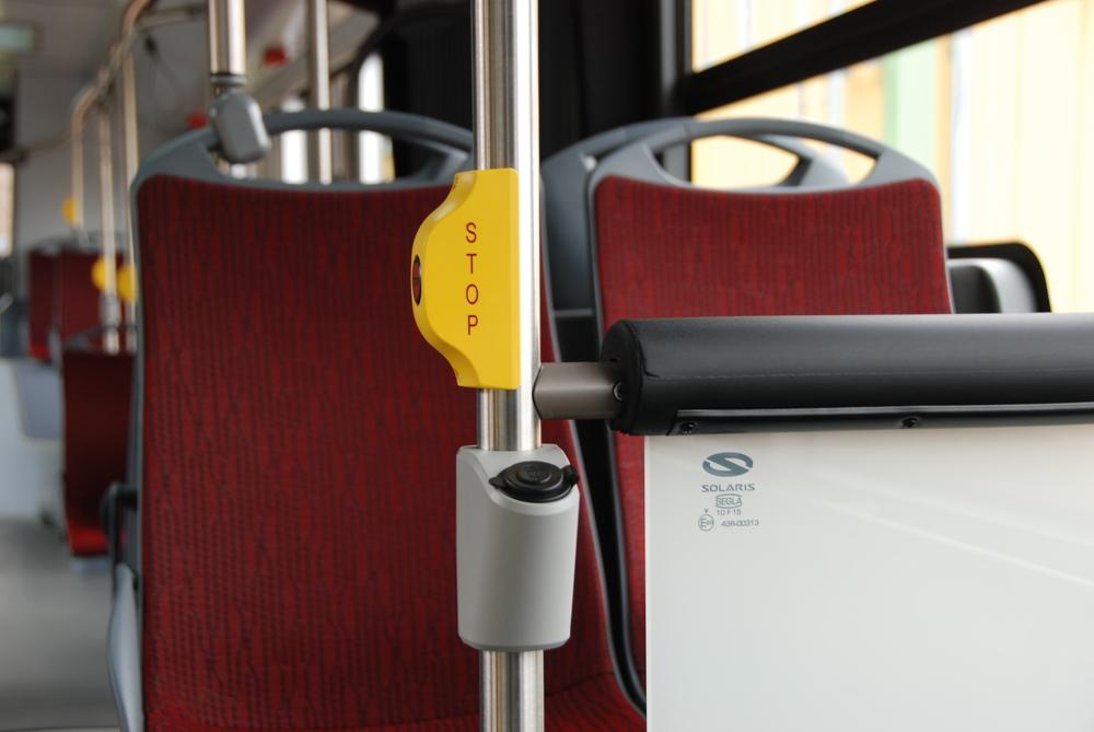 USB porty mohou sloužit k nabíjení mobilních zařízení. (foto: Libor Hinčica)