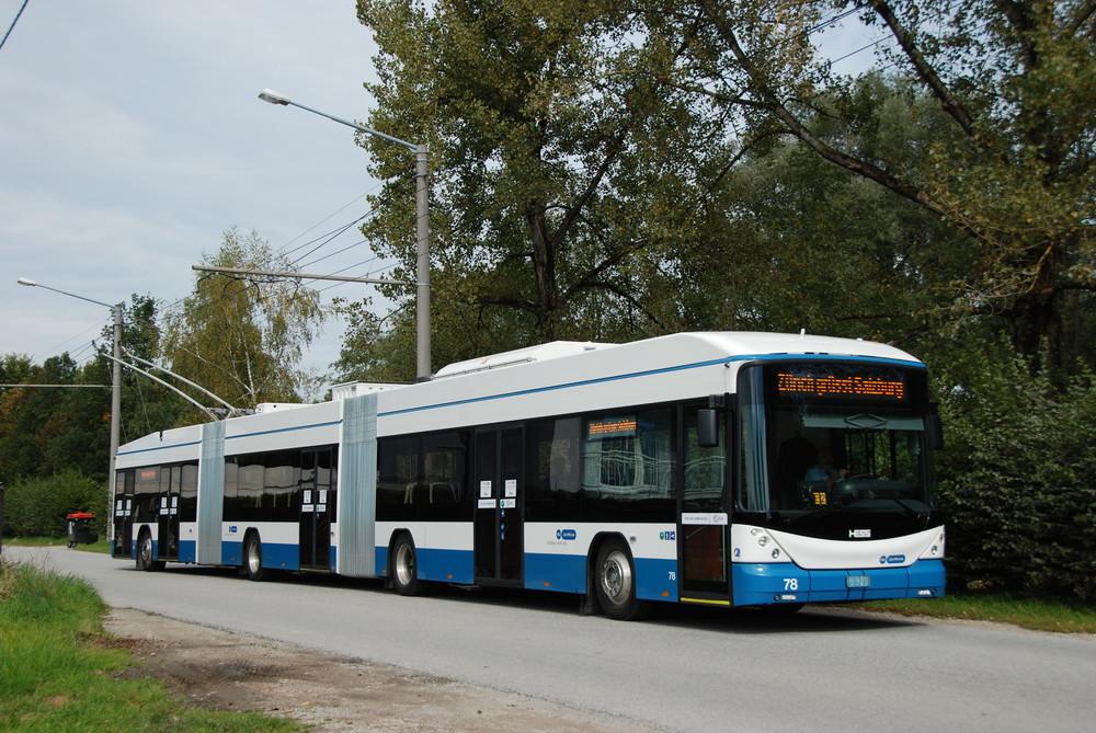 Švýcarská společnost HESS nabízí i tříčlánkové trolejbusy. Výrobců podobných vozidel existuje více nejen v západní Evropě. Trolejbusy zkrátka mají ve světě zelenou. (foto: Libor Hinčica)