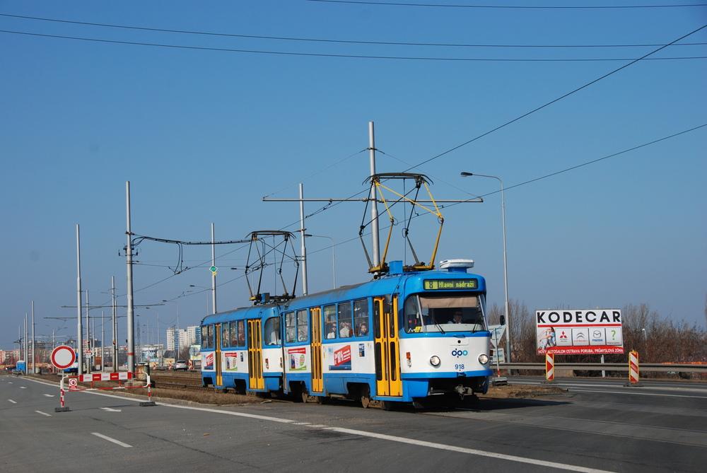 Jedním z odprodaných vozů je také vůz T3SUCS ev. č. 918. Na fotografii je zachycen v březnu 2012 na Svinovských mostech. (foto: Libor Hinčica)