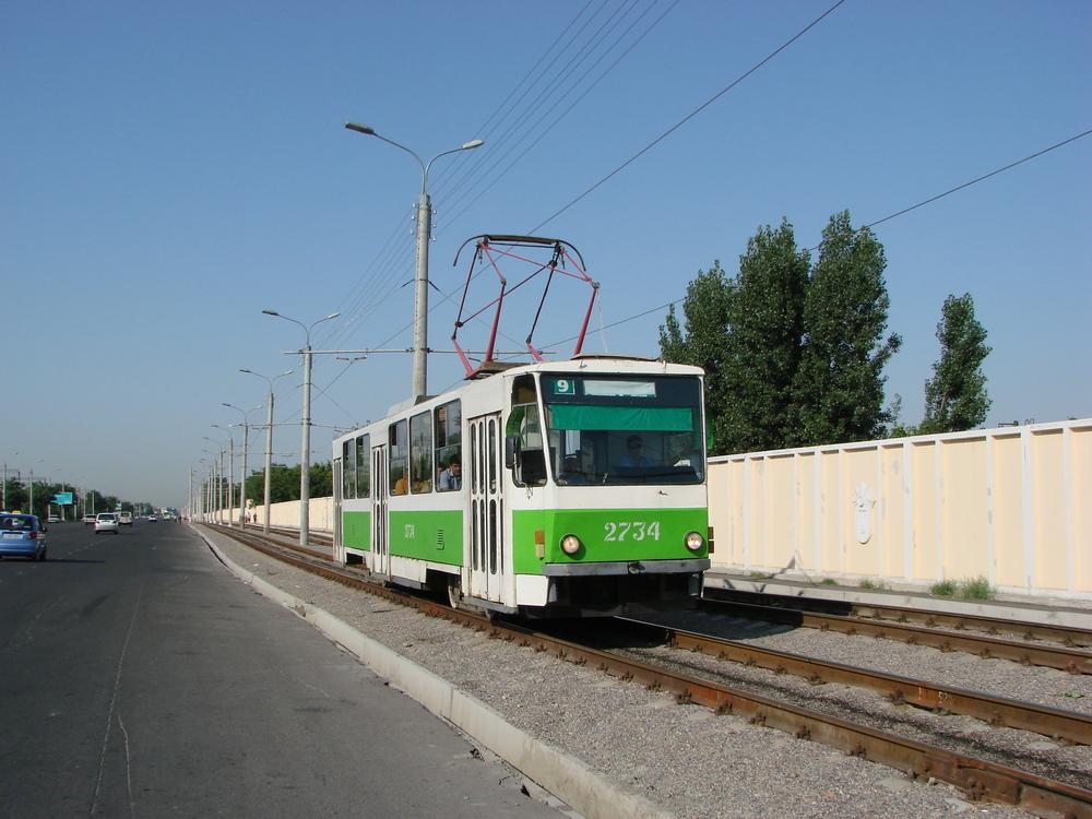 V provozu jsou v omezeném počtu také původní tramvaje T6B5. Většina jich ale byla v posledních letech odstavena. (foto: Sergej Kivenko)
