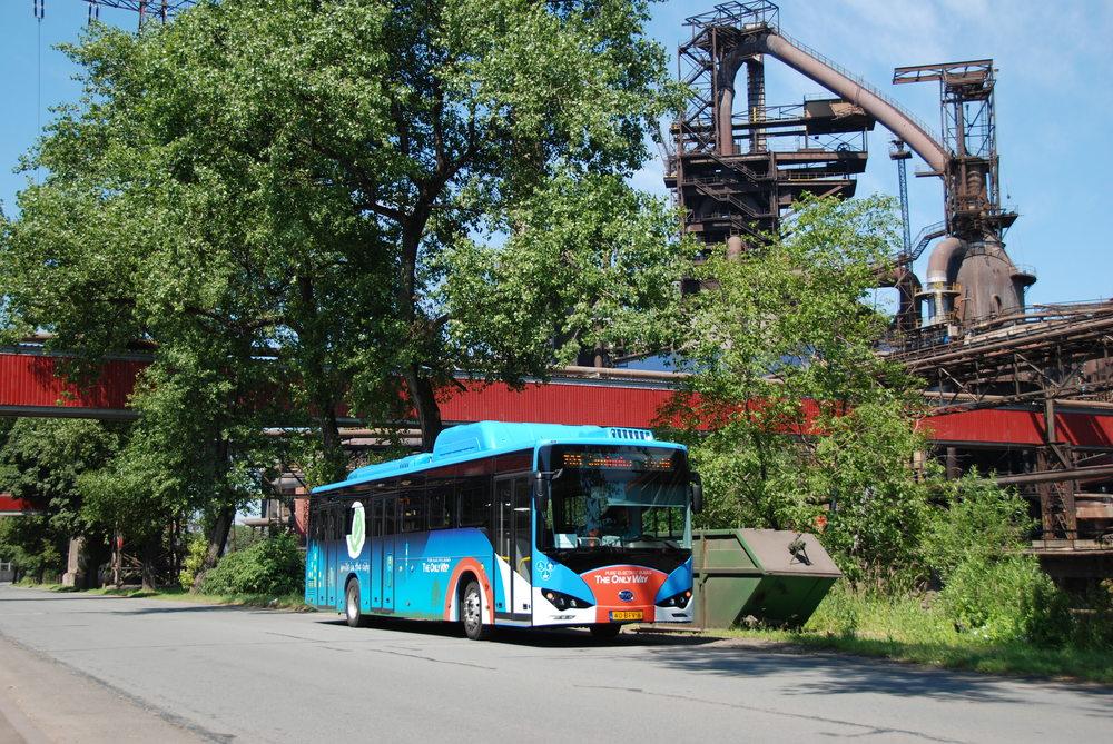 Arriva Morava plánuje pořídit deset městských elektrobusů, pravděpodobně pro MHD v Třinci. Tam se již loni testovala vozidla SOR EBN 10,5 a BYD K9. Ani jeden z výrobců těchto vozidel ovšem kvalifikační kritéria se současnou nabídkou produktů nesplňuje. (foto: Libor Hinčica)