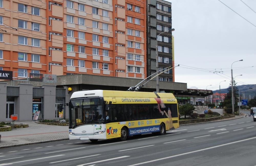 Trolejbusy by měly v Chomutově jezdit i nadále. V Jirkově bude jen viset trolejové vedení. (foto: Libor Hinčica)