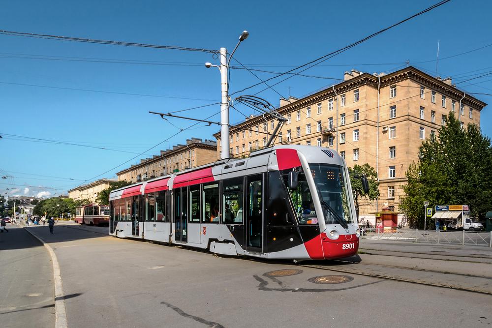 V Petrohradě je možné nalézt čtyři vozy Alstom Citadis. Z projektu na výrobu dalších vozů ale sešlo. (zdroj: Wikipedia.org)