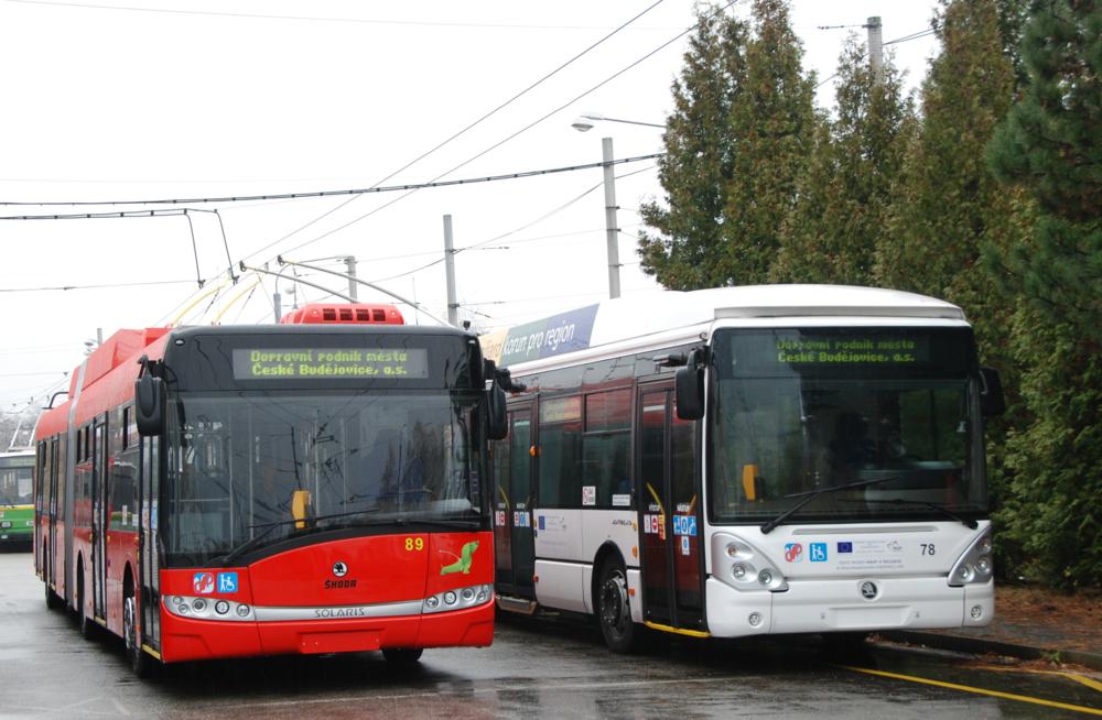 Loňské výběrové řízení na dodávku nových trolejbusů pro České Budějovice bylo zrušeno. Letos už se vozidla podařilo v tendru vybrat. (foto: Libor Hinčica)