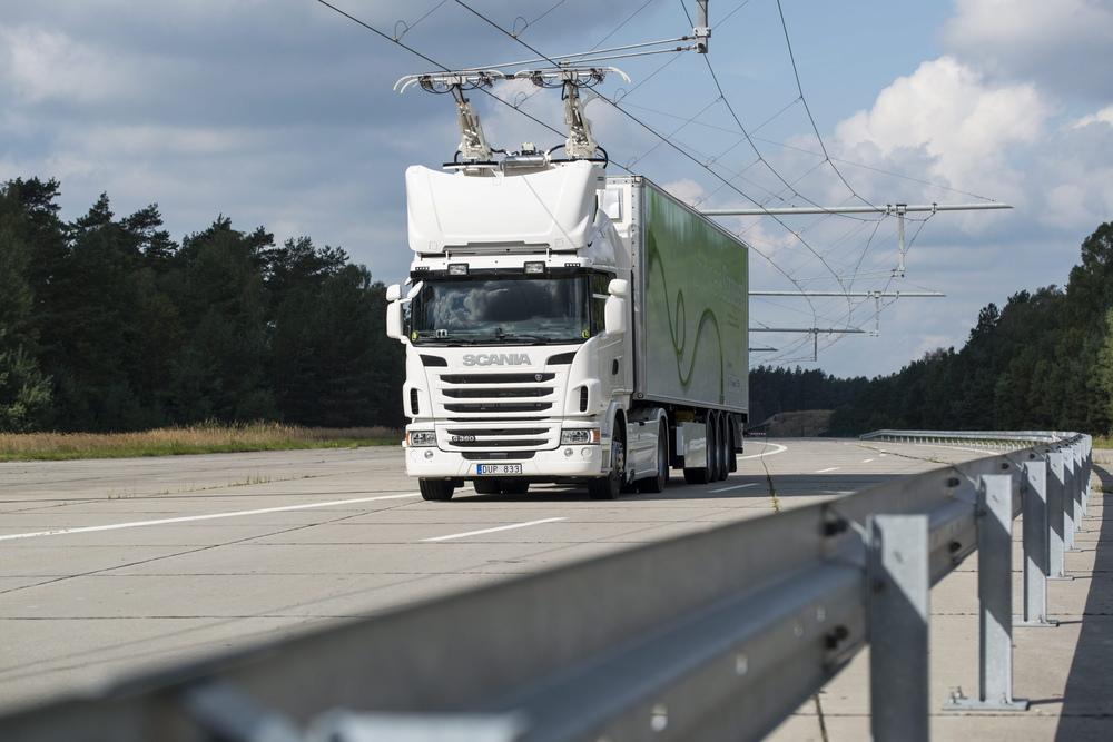 """První dálnice pro """"trolejbusy"""" má délku dvou kilometrů. (foto: Scania)"""