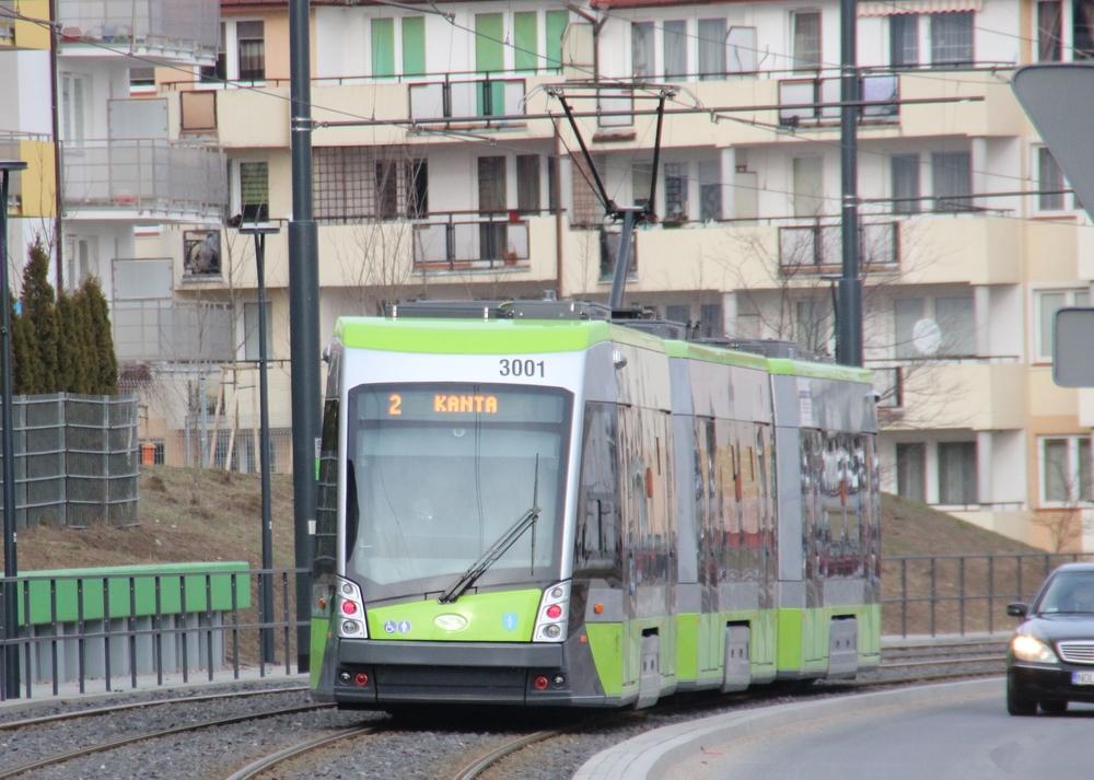 15 tramvají Solaris Tramino S111o zatím nevykazuje žádné vážnější poruchy, takže je možné jezdit s minimální provozní zálohou. Přesto chce město dokoupit další tři vozy. (foto: Marcin Bobiński)