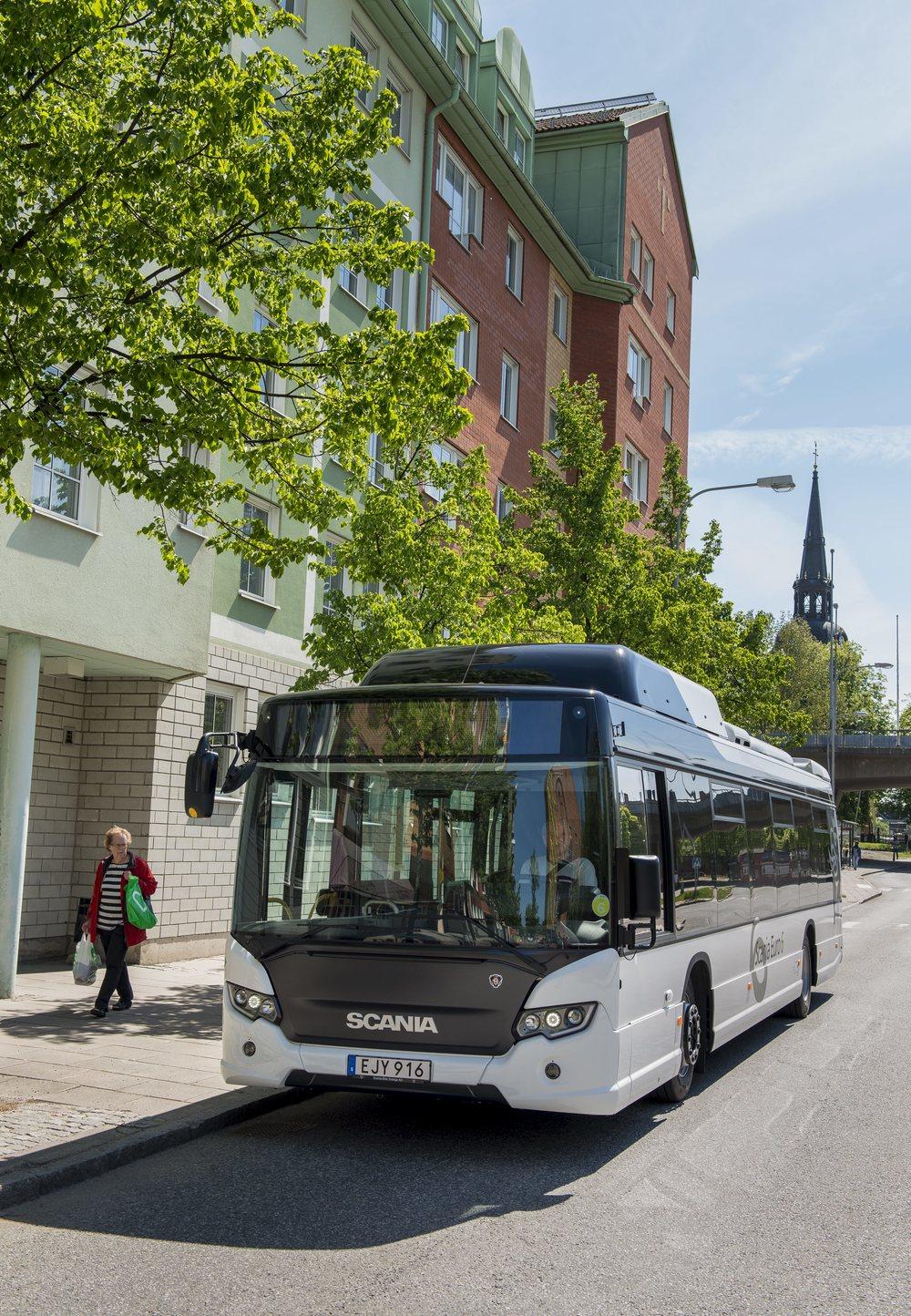Na Pyrenejský poloostrov zamíří 51 hybridů od Scanie. (foto: Scania)