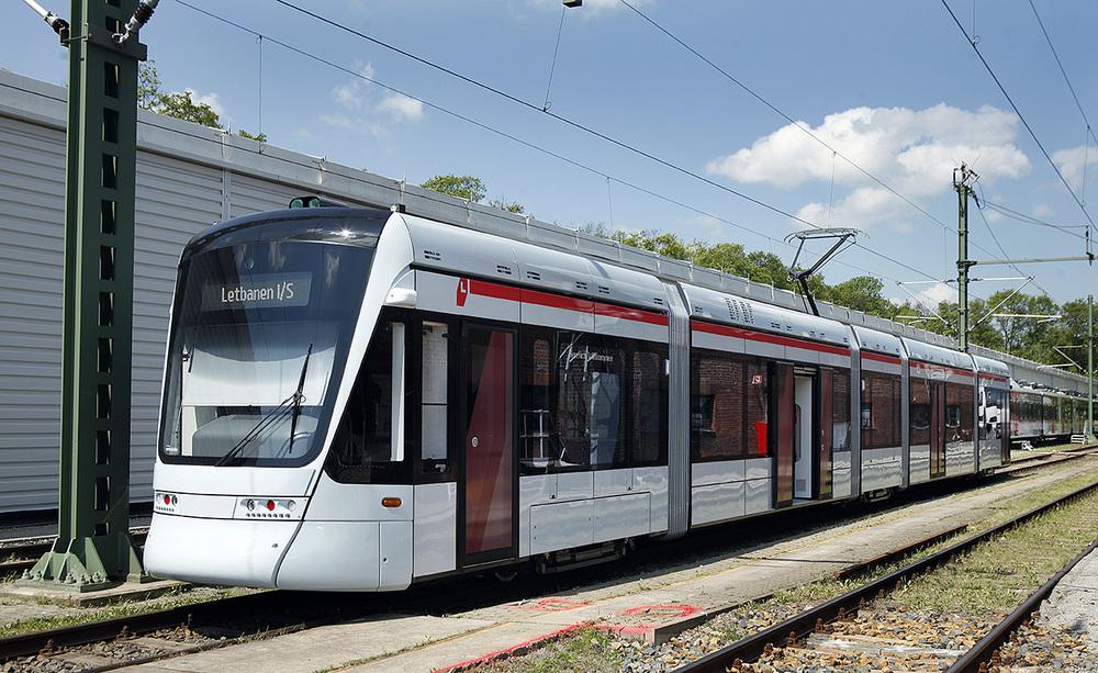 Není Vario jako Vario. Tento model se nazývá Variobahn a jedná se o moderní 100% nízkopodlažní tramvaj z produkce Stadleru, jež je určena pro Aarhus. (foto: Stadler)