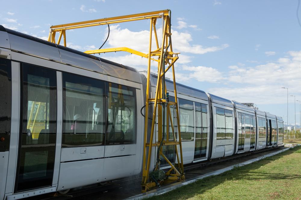 Výroba tramvají probíhala ve Francii i v Brazílii. Na snímku je jeden z brazilských vozů během zkoušek ve výrobním závodě v Taubaté. (foto: Alstom)
