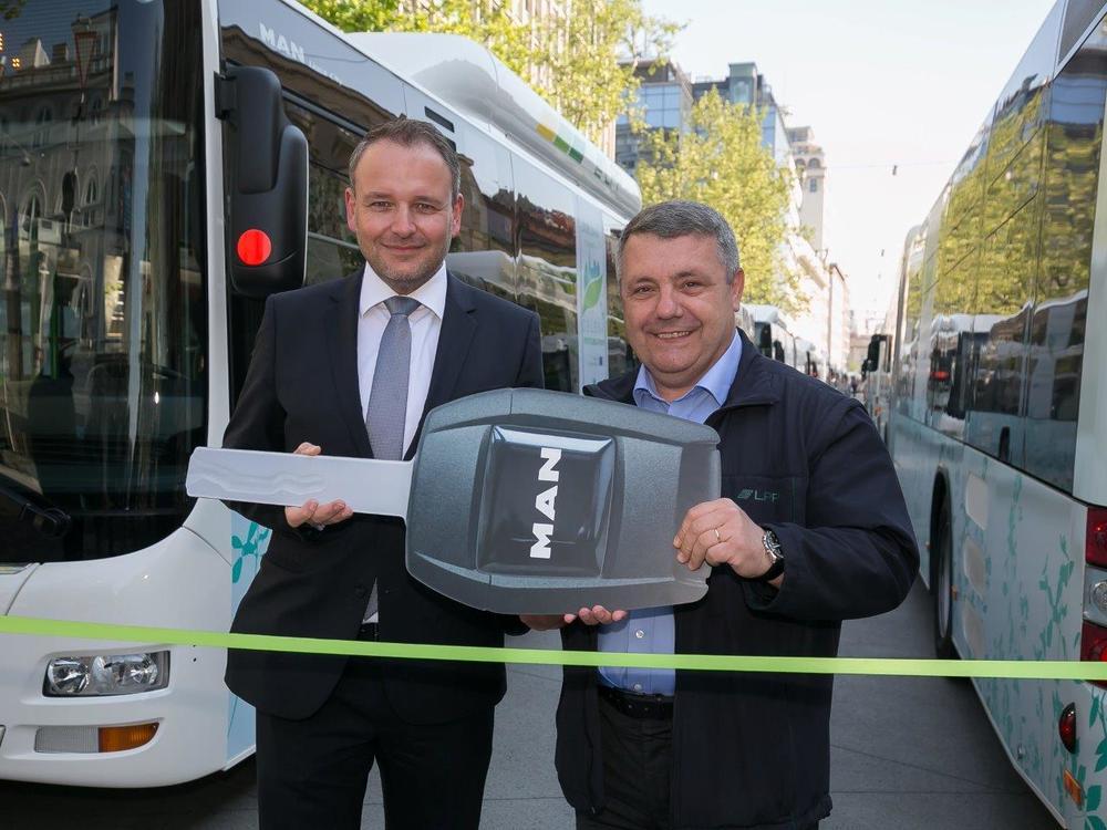 Symbolické předání klíče k novým autobusům MAN. (foto: MAN Truck & Bus)