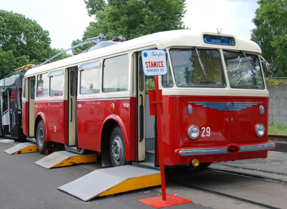 Historický trolejbus Škoda 8 Tr ostravského DP. (foto: Libor Hinčica)
