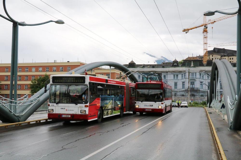 Dvojice stařečků Gräf & Stift najíždí v Salzburgu poslední kilometry. (foto: Mattis Schindler)