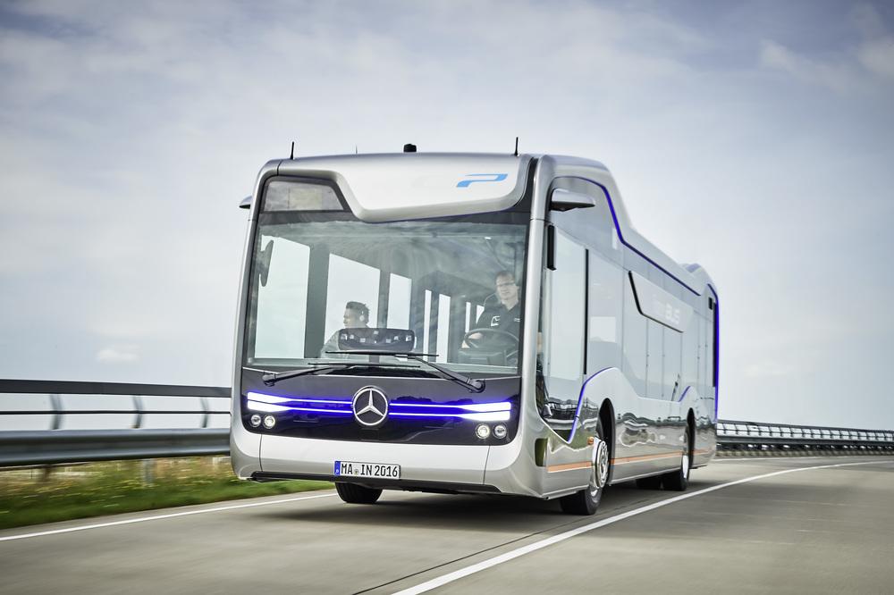 Mercedes-Benz Future Bus na propagačním snímku výrobce. (foto: EvoBus)