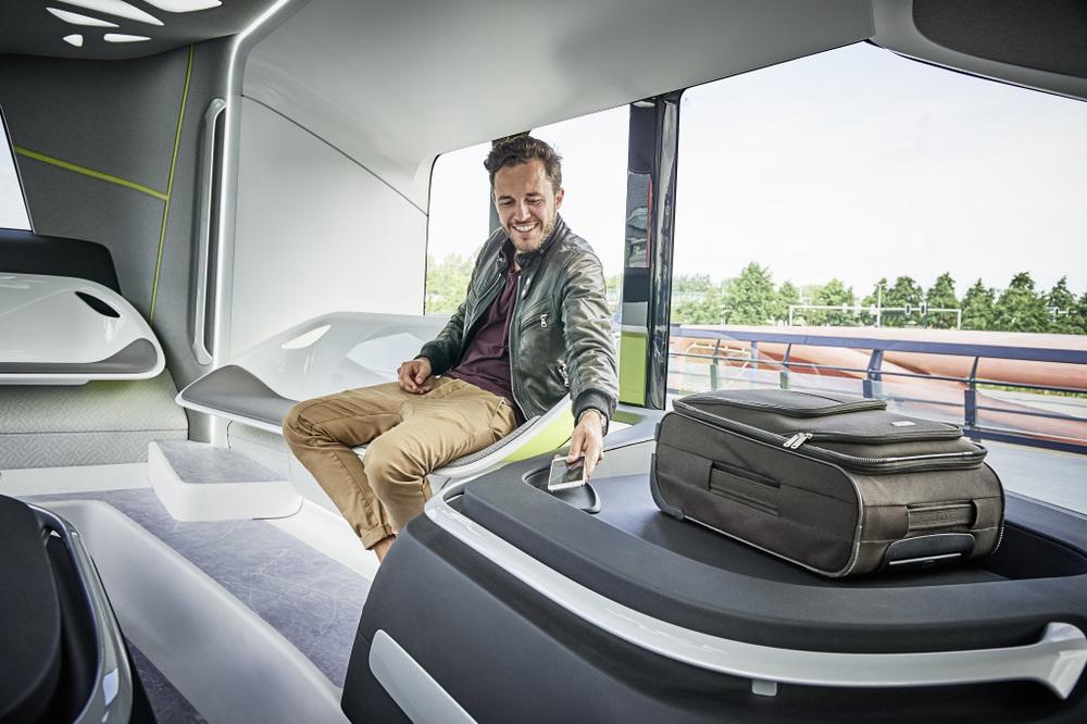 Netradiční uspořádání interiéru vozu Future Bus. (foto: EvoBus)