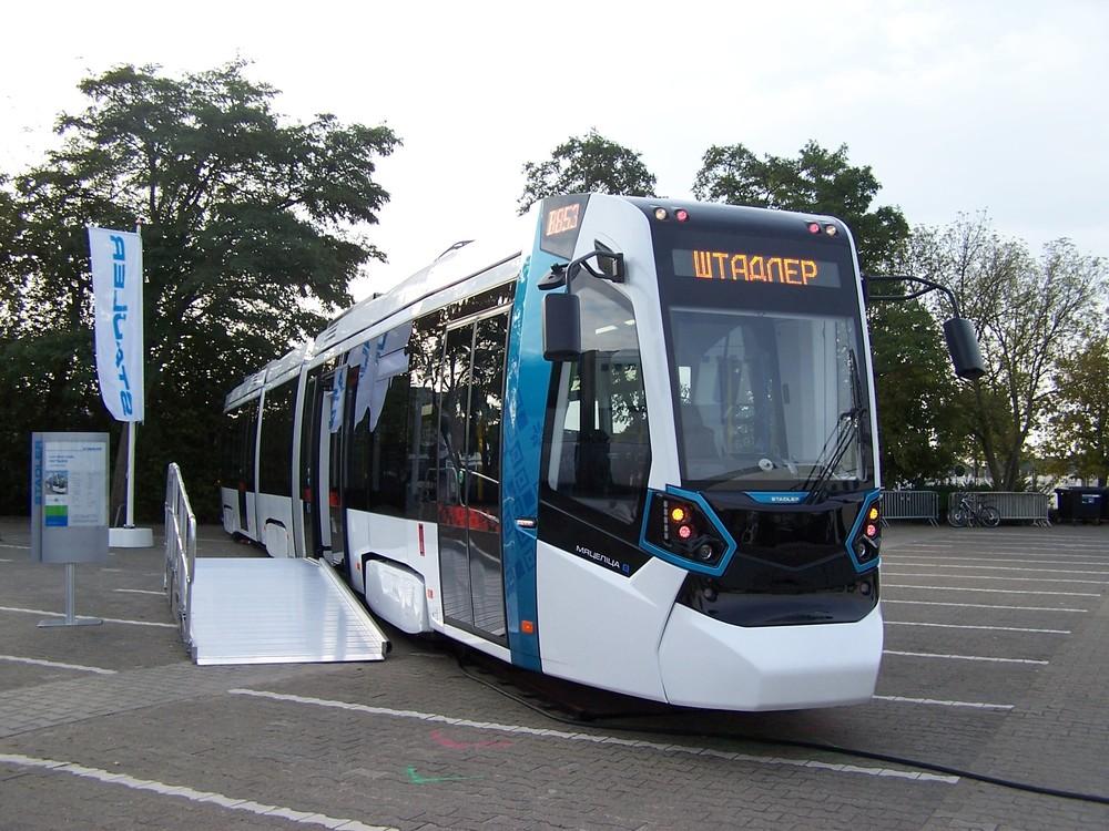 Tramvaj Stadler Metelica je určena pro východní trhy. Její výroba probíhá v Bělorusku. (zdroj: Wikipedia.org)