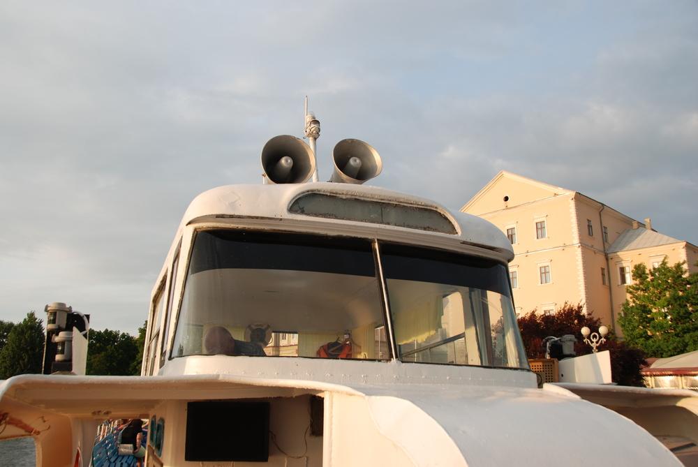 Původní zadní čelo trolejbusu Škoda 9 Tr směřuje směrem k přídi lodi. (foto: Libor Hinčica)