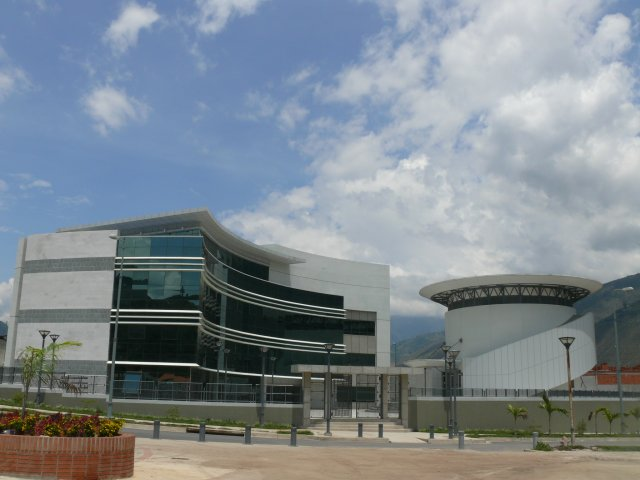A zde ještě pohled na přilehlou administrativní budovu. (foto: TROMERCA)