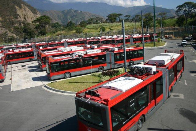 Trolejbusy sice při cestě do vozovny musí zapínat naftový motor, ale ve vozovně mohou pod trolejí jezdit, byť jen pořád dokola. (foto: TROMERCA)