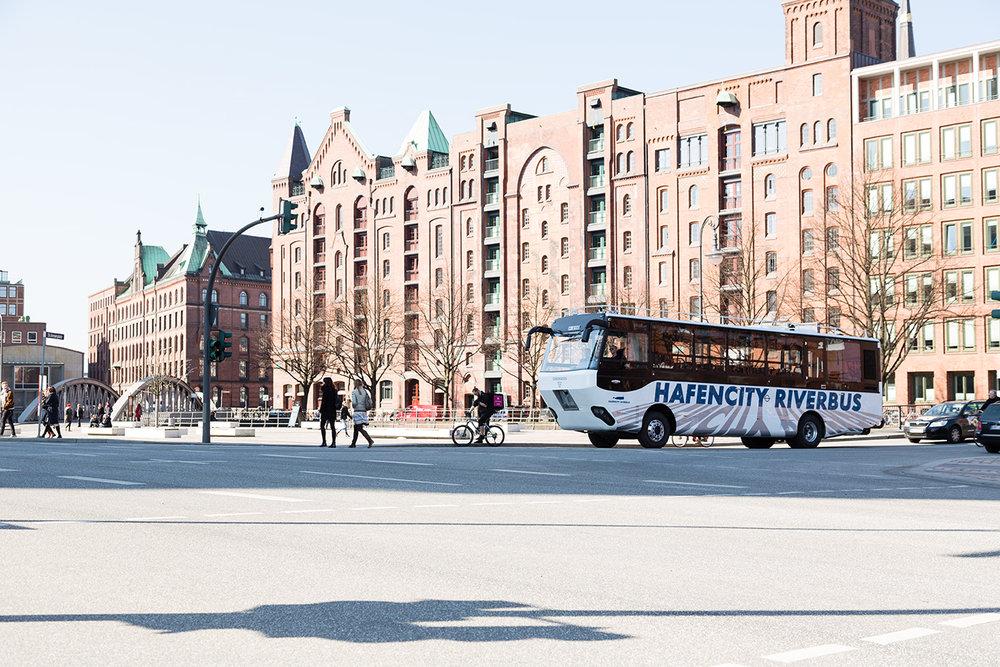 První obojživelný vůz je určen pro vyhlídkové jízdy na Labi a po městě. (foto: MAN Truck & Bus)