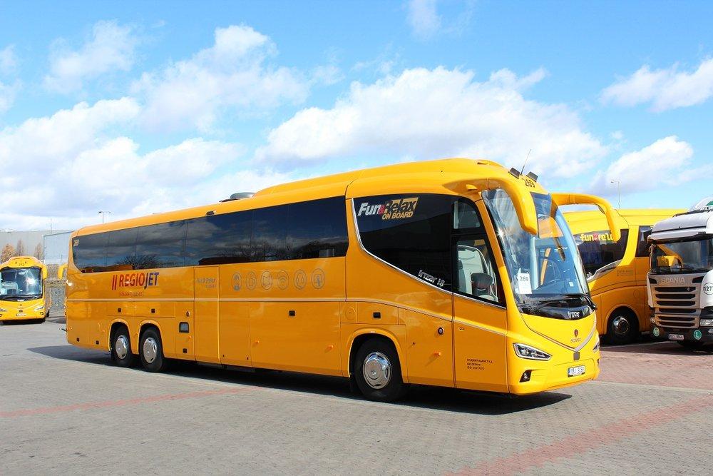 Autobus Irizar i8 na podvozku Scania v barvách RegioJetu. (foto: RegioJet)