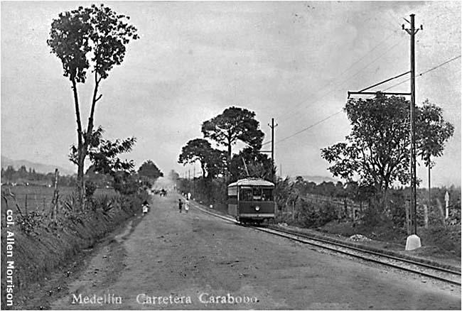 Na jednom z úsekůsilnice Carabobo, která je dnes přejmenována na třídu Carabobo, vedla tramvajová trať, jež nakonec roku 1931 dosáhla severně ležící čtvrti Berlín. Tato malebná krajina je už minulostí, dnes místo níčlověk spatříhustou zástavbu nízkých domů. (foto: sbírka Allen Morrison)