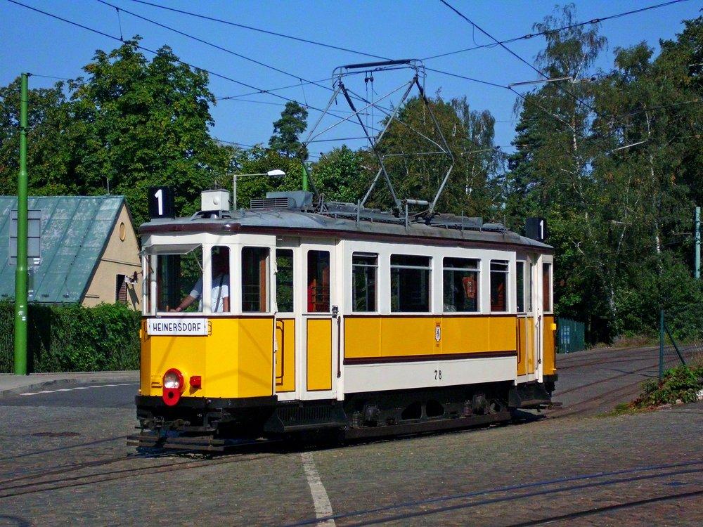 Ústecká Bovera v Liberci upravená pro potřeb filmařů jako berlínská tramvaj. (foto: Zdeněk Mazánek)