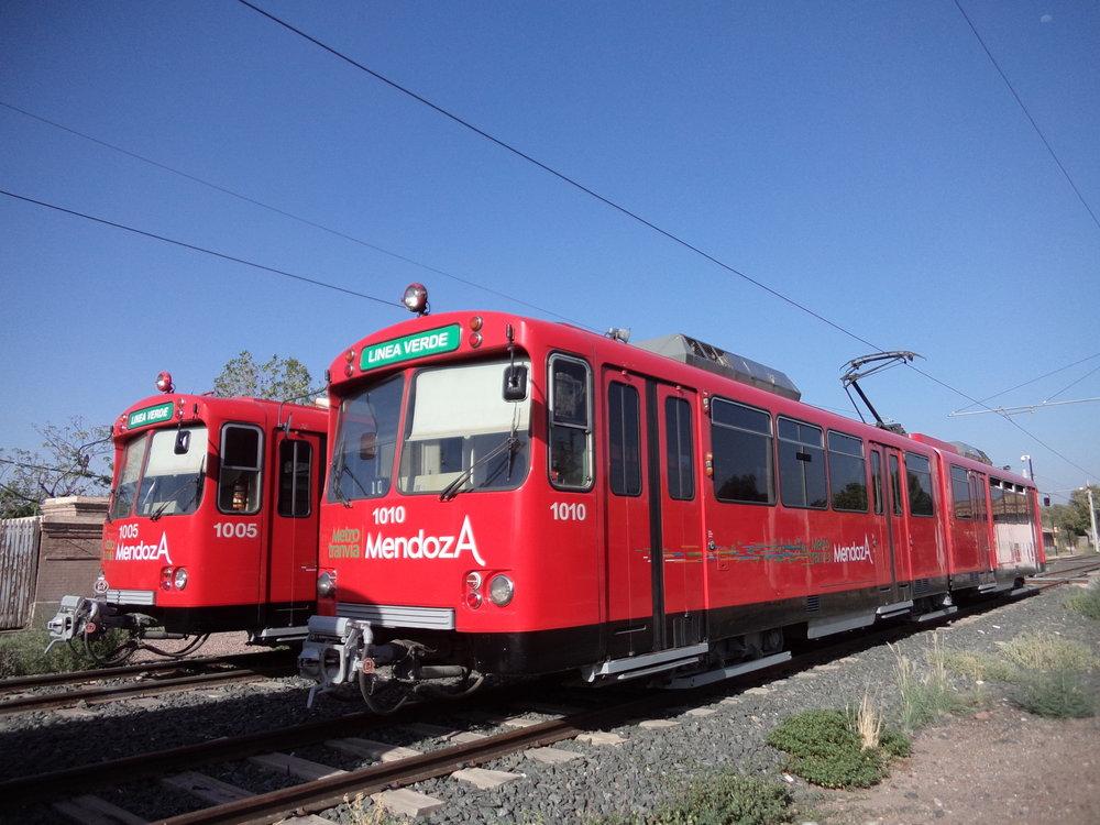 Dvouvozové soupravy typu U2 dorazily z kalifornského San Diega do Mendozy jako nové. Řada původních vnitřních i vnějších nápisů zůstala zachována, jiné jsou naopak nové.