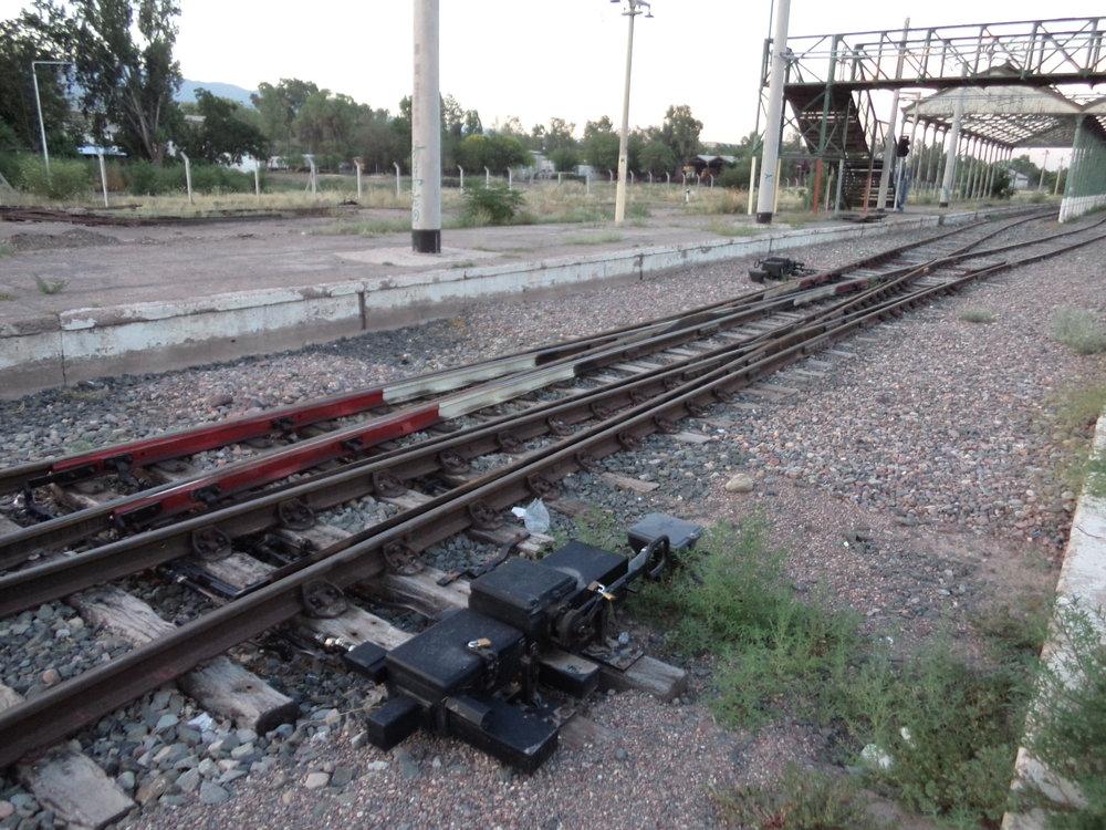 """V celé Argentině nenajdete téměř žádnou výměnu na betonových pražcích a ani tento mendozský """"angličan"""" u konečné Estación Mendoza není výjimkou."""