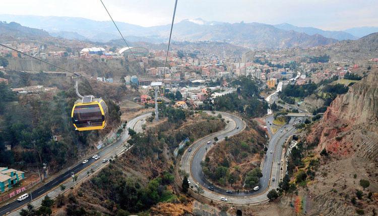 Cestování tamní lanovkou nenípro lidi trpící závratěmi pochopitelně příliš vhodné. (foto:Ministerio de Comunicación del Estado Plurinacional de Bolivia)