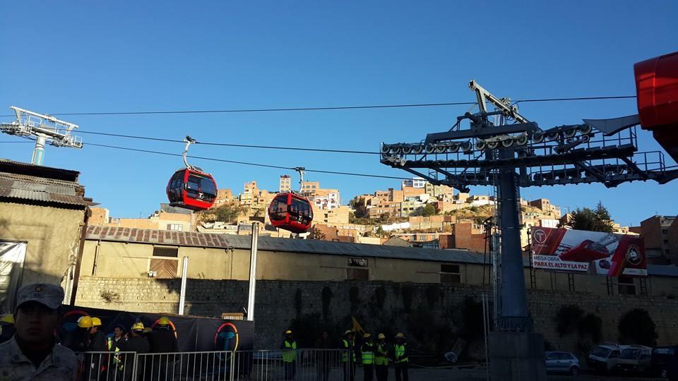 Jako první byla otevřena červená linka, a to dne 30. května 2014. (foto:Ministerio de Comunicación del Estado Plurinacional de Bolivia)