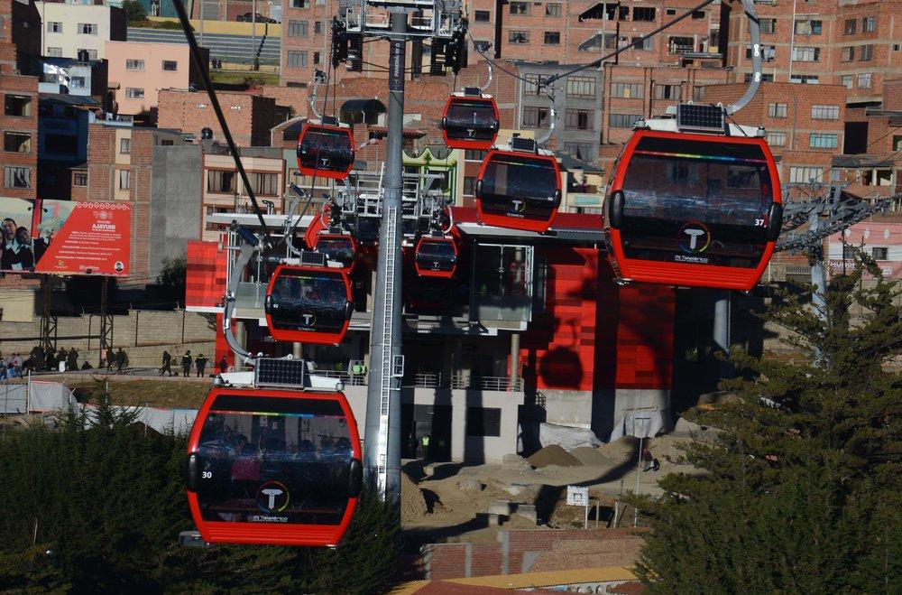 Situace v metropolitní oblasti La Pazu byla z hlediska veřejné dopravy dlouhodobě špatná. Místní vsadili na lanovky jako nosnou páteř nového dopravního systému. (foto:Ministerio de Obras Públicas, Servicios y Vivienda)