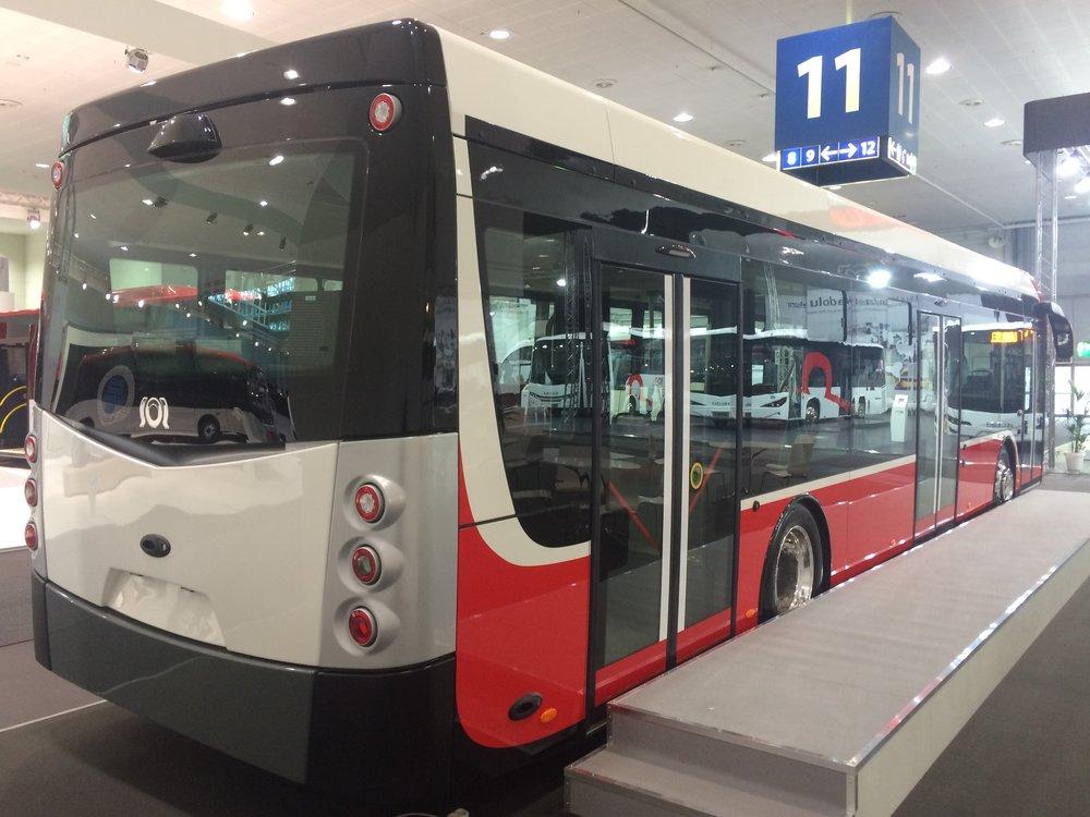 Nový elektrobus je řešen jako 100% nízkopodlažní vozidlo. (foto: Libor Hinčica)