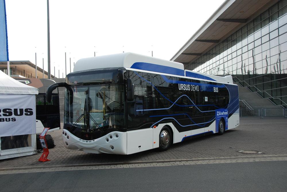 Na venkovní ploše se představila polská společnost Ursus, která předvedla svůj vodíkový autobus postavený na platformě vozu AMZ Kutno. (foto: Libor Hinčica)