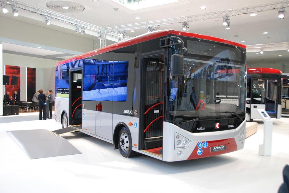 Městský autobus Karsak Atak tureckého výrobce. Turecké prezentace patřily k nejlépe zvládnutým v rámci veletrhu IAA, přestože pro našince se jedná o produkty takřka neznámé. (foto: Libor Hinčica)